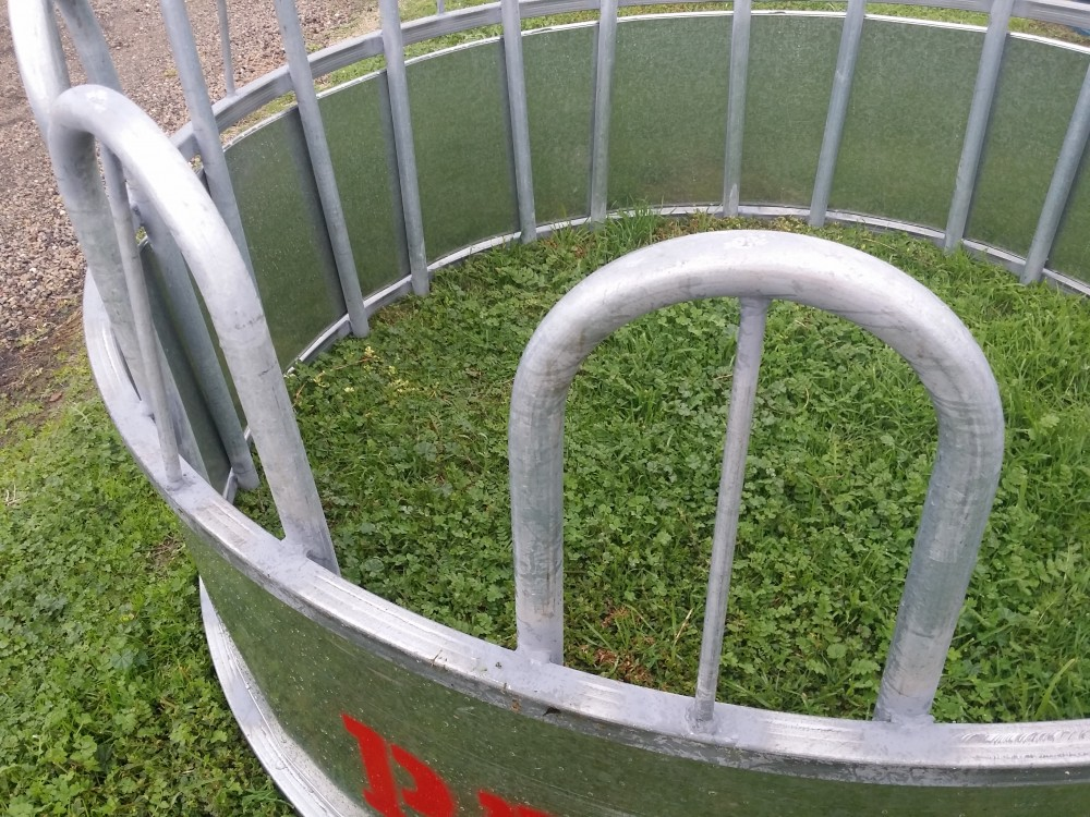 Paton Hay feeder - Hay ring for Bulls, Beef