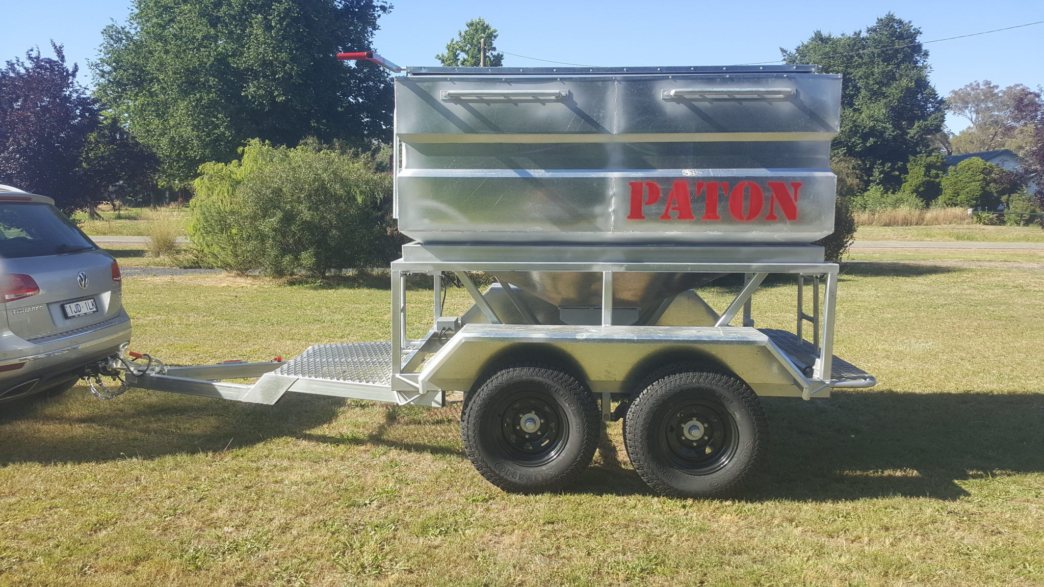 bale wagon feeder sold liberty auction item hay new in size sep full window